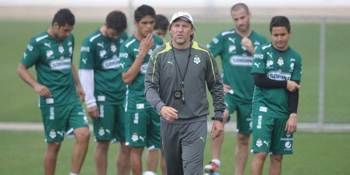 Melipilla buscará la salvación en Primera B con el histórico albo Héctor Adomaitis como DT