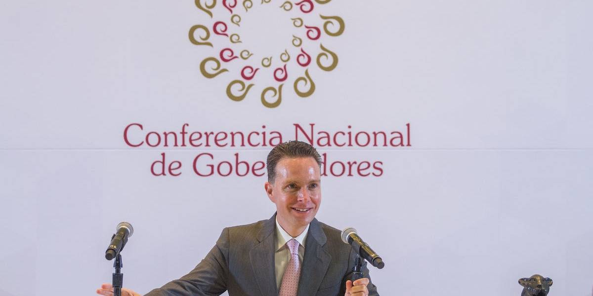 Manuel Velasco regresa a Chiapas tras rendir protesta como senador