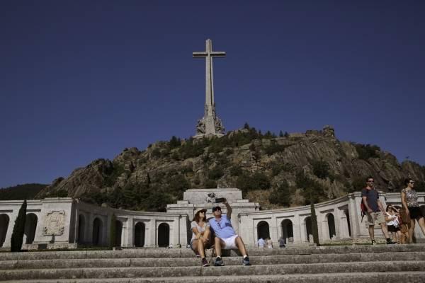 El presidente del Gobierno de España, Pedro Sánchez, renuncia a convertir el Valle de los Caídos en un museo de la memoria colectiva.