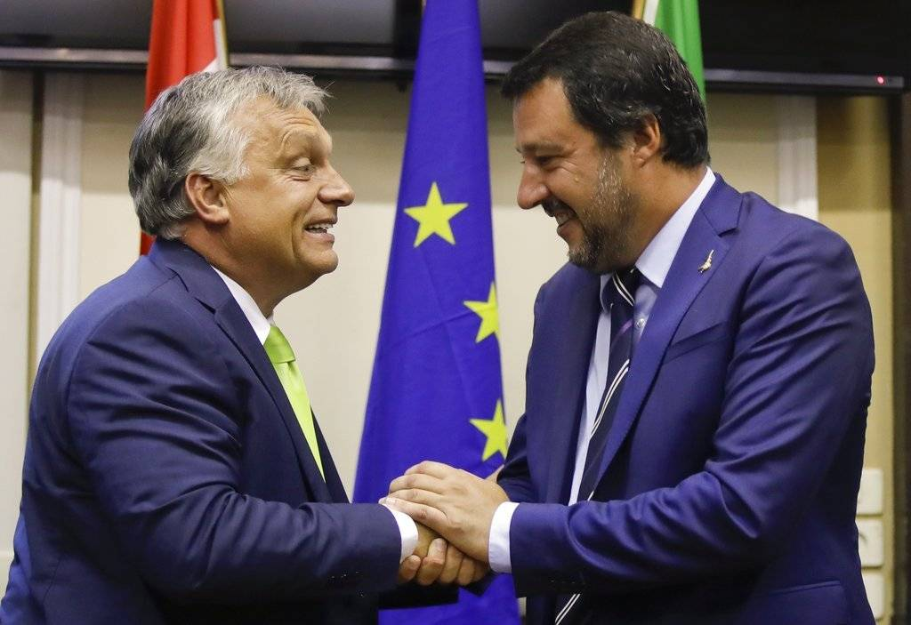 """""""Estamos trabajando para construir una nueva alianza que excluya a los socialistas y a la izquierda, y que dé prioridad a los valores que nuestras formaciones representan"""", añadió por su parte Salvini. Foto: AP"""