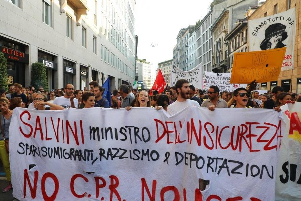 En Milán ha tenido lugar una manifestación organizada por formaciones de izquierda en la que han participado unas dos mil personas Foto: AP