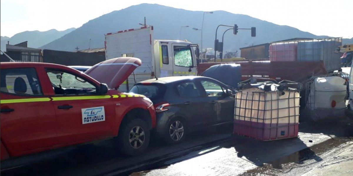 Antofagasta: violento accidente entre 11 vehículos deja al menos a un fallecido y derrame de líquido tóxico
