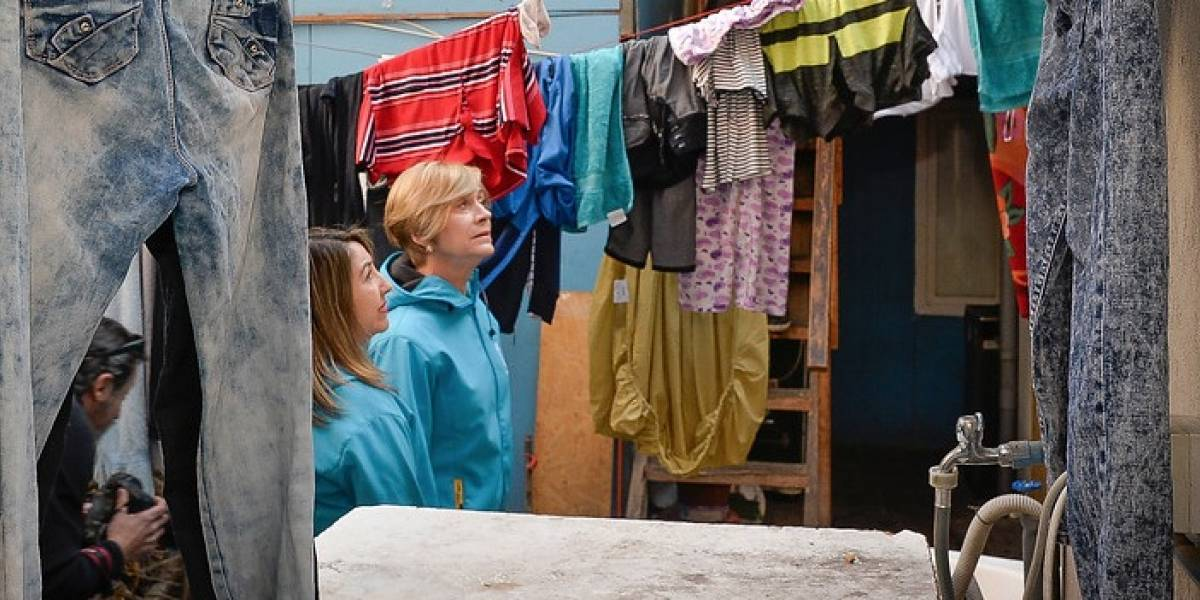 Alcaldesa de Providencia fiscalizó inmueble donde viven hacinados 180 migrantes