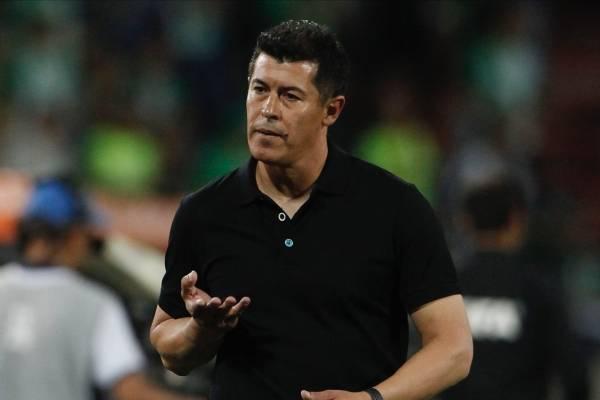 Almirón criticó al árbitro tras eliminación de Nacional en Libertadores