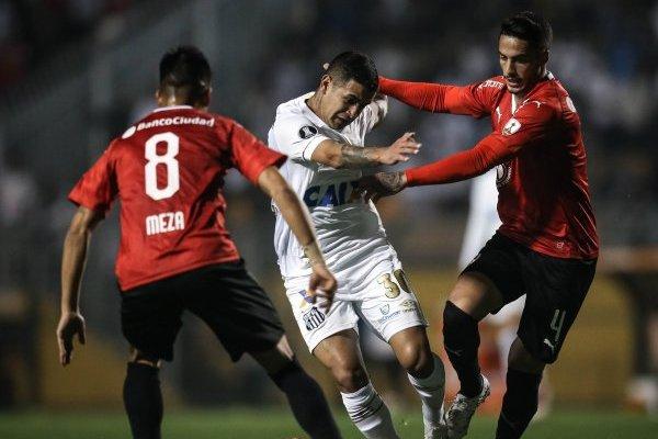 El partido de Santos con Independiente trajo cola / imagen: Getty Images
