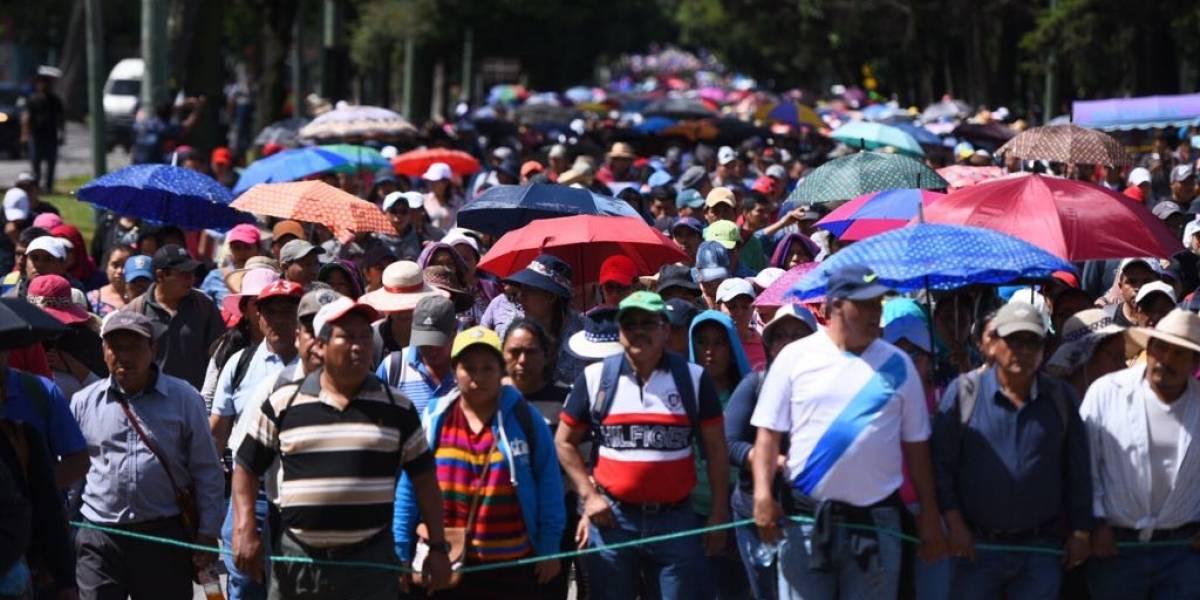 """Maestros realizan """"manifestación pacífica"""" en la Ciudad de Guatemala"""