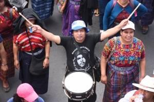 manifestación de maestros por pacto colectivo