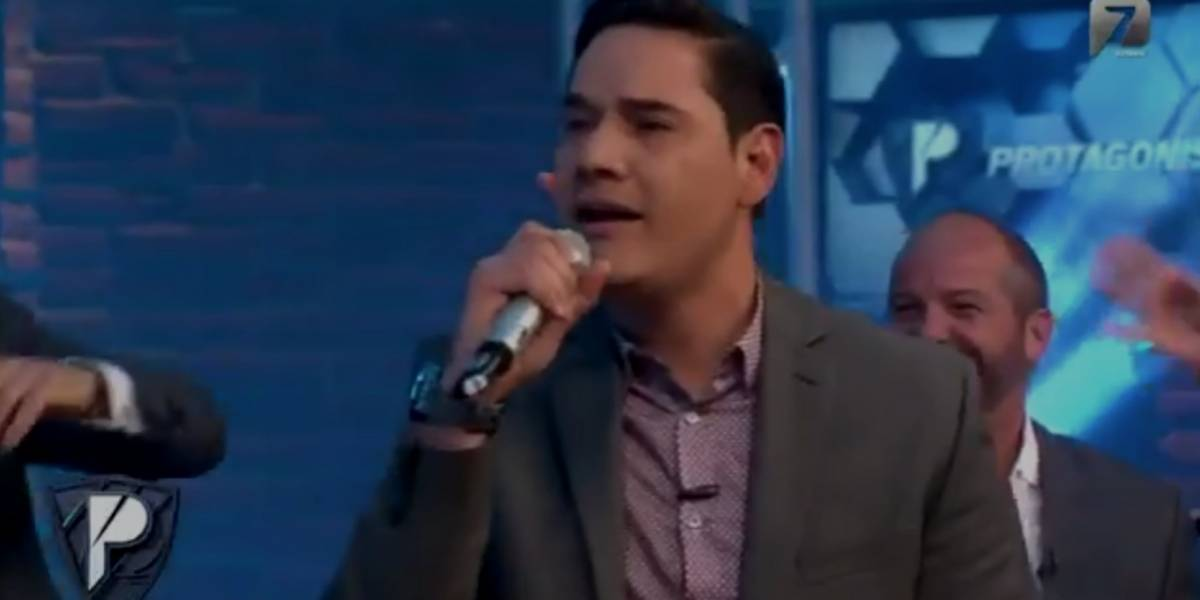VIDEO : Moisés Muñoz sorprende al cantar en vivo canciones de Juan Gabriel