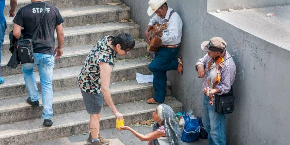 México suma una década estancado en la pobreza, revela Coneval