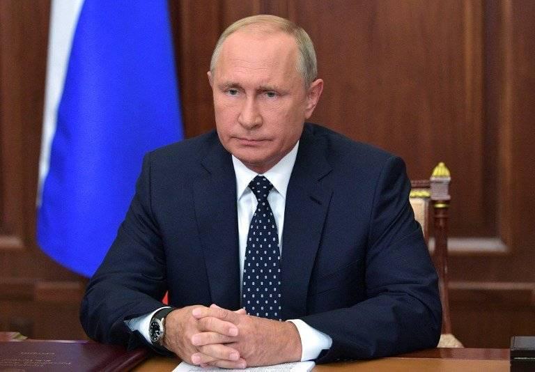 Vladimir Putin, con gesto serio