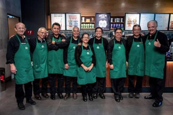 Starbucks operado por adultos mayores en México