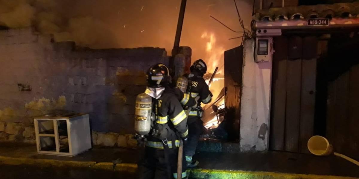 Quito: Un incendio estructural se registró en el sector de El Condado