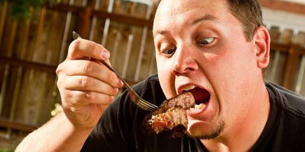 Hijos gordos y espermatozoides flojos: descubren los mayores riesgos para los hombres que tienen una dieta sin carne y proteínas