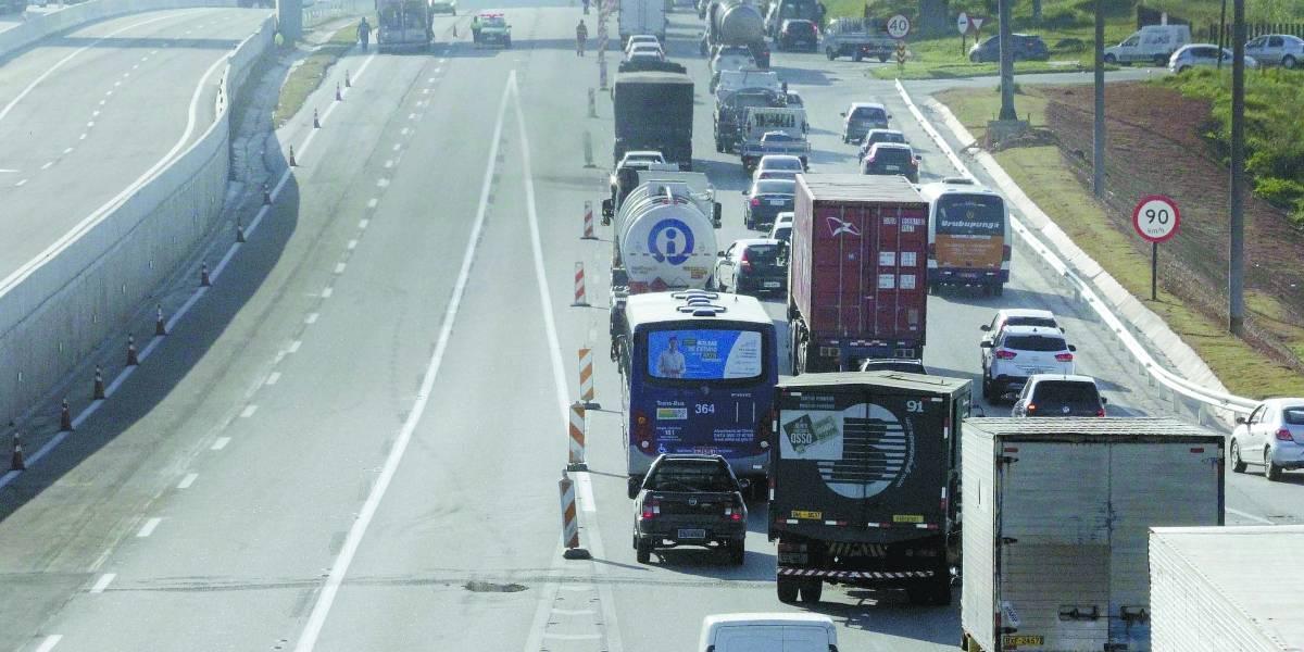 Bandidos assaltavam motoristas que paravam em semáforo no final da Anchieta