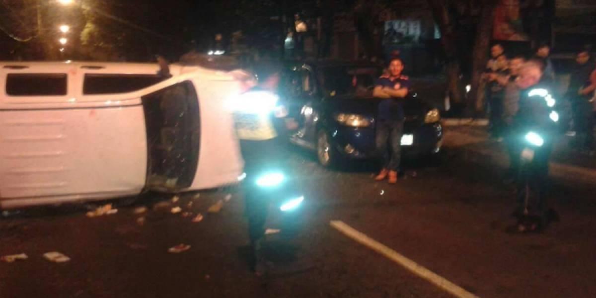 VIDEO. Fuerte accidente en calzada San Juan involucró a tres vehículos