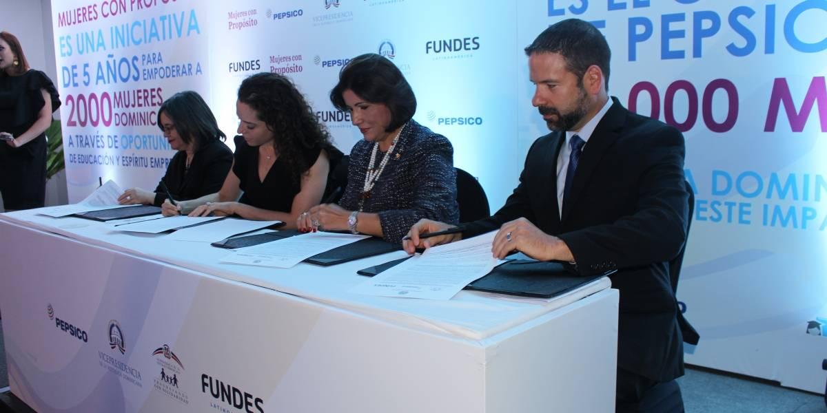 """Presentan """"Mujeres Con Propósito"""" para fortalecer el empoderamiento económico de las mujeres dominicanas"""