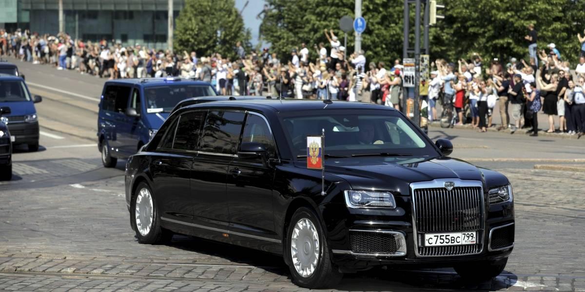 """Con todo el estilo de Putin: así es la lujosa limusina """"made in Rusia"""" que usa el presidente"""
