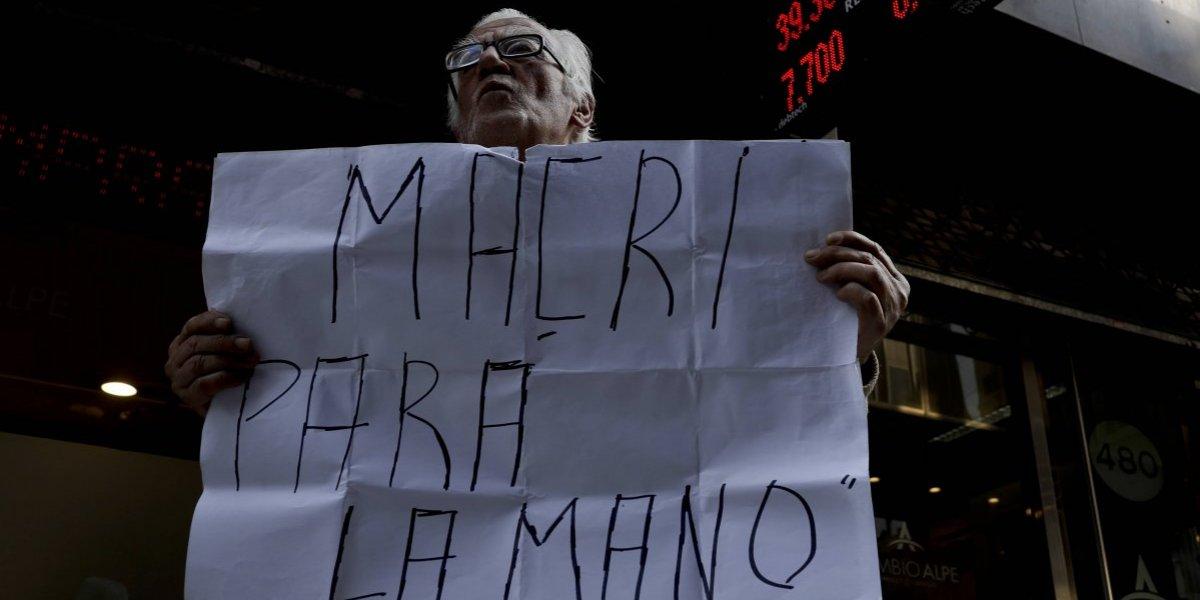 Duro golpe al orgullo argentino: por primera vez en la historia el peso uruguayo supera al transandino