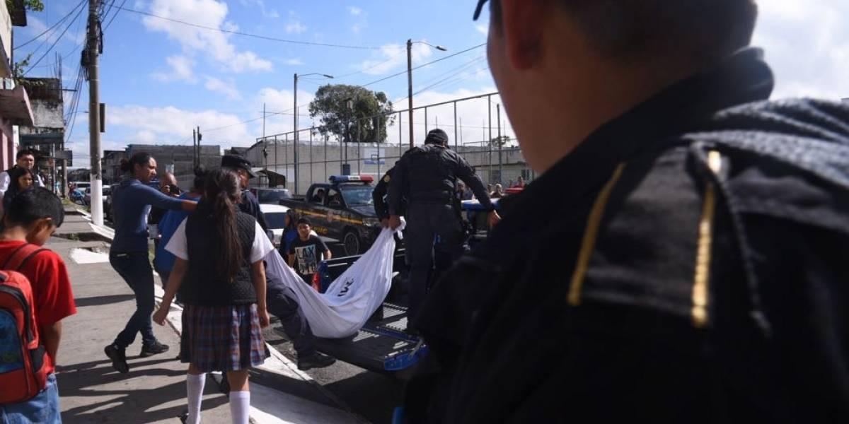 Asesinan a mujer cuando llevaba a sus hijas a la escuela