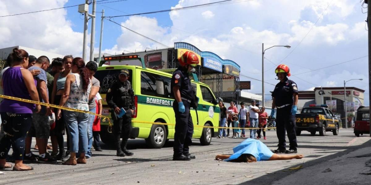 Una mujer fallecida y un hombre herido deja balacera en zona 6