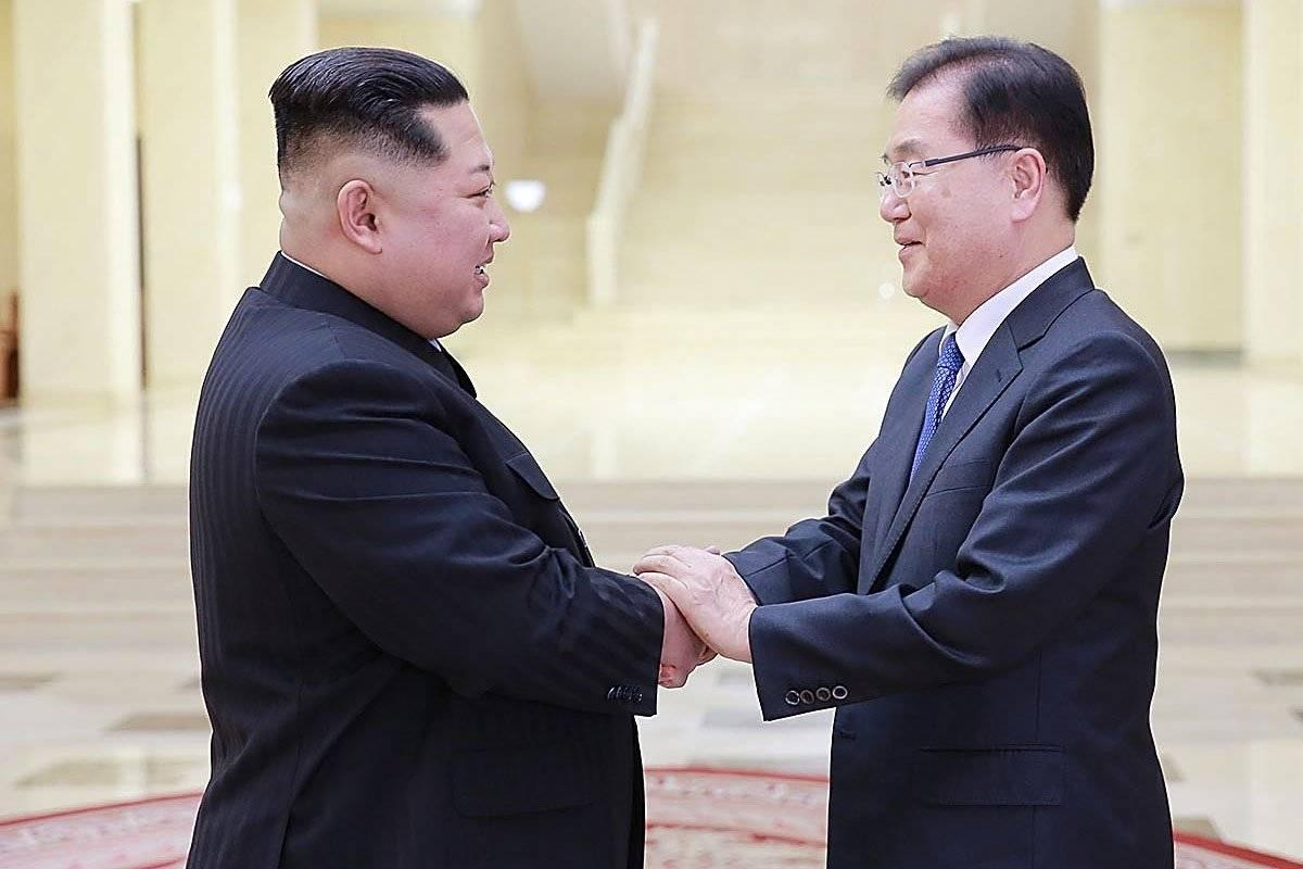 Los norcoreanos y norcoreanas a quienes se descubre utilizando teléfonos móviles de contrabando para llamar al extranjero son enviados a campos penitenciarios para presos políticos, denuncia Amnistía Internacional Foto: Getty Images