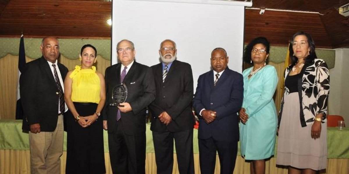 #TeVimosEn: El Colegio Médico Dominicano entrega reconocimiento al doctor Feris Iglesias