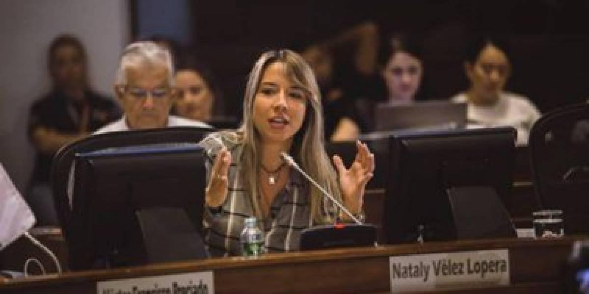 Con foto del panfleto, concejal del Centro Democrático denuncia amenazas