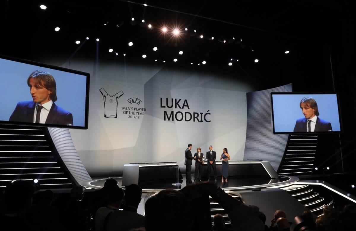 Luka Modric recibe su premio