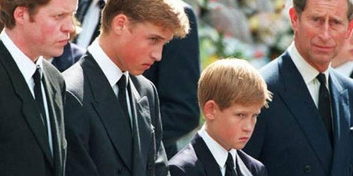 El momento en el que el Principe William y el Principe Harry se quebraron en el funeral de Lady Di