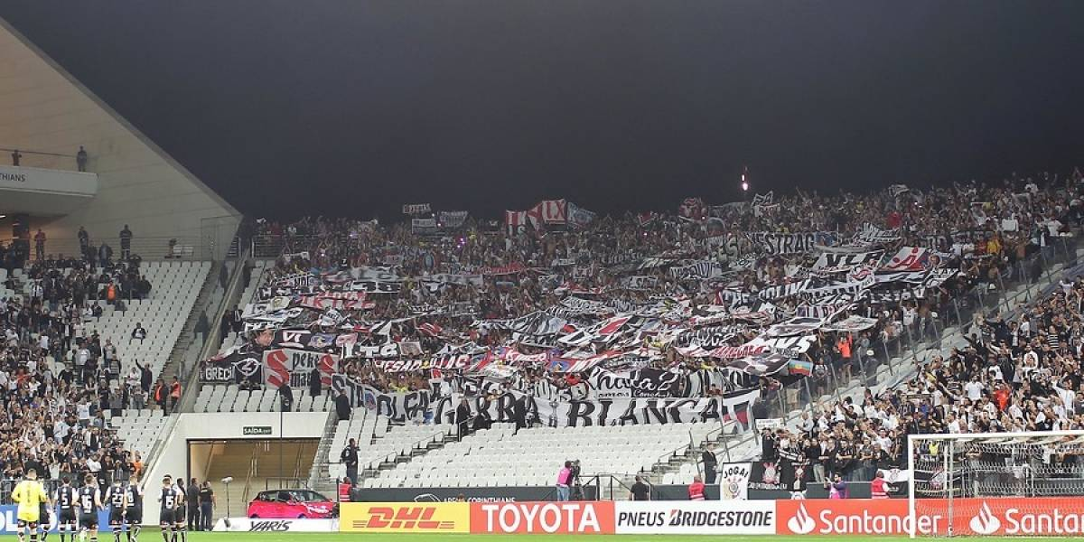 Trastienda histórica: Hinchas de Colo Colo dejaron limpio un Arena Corinthians que Barroso abandonó en ambulancia