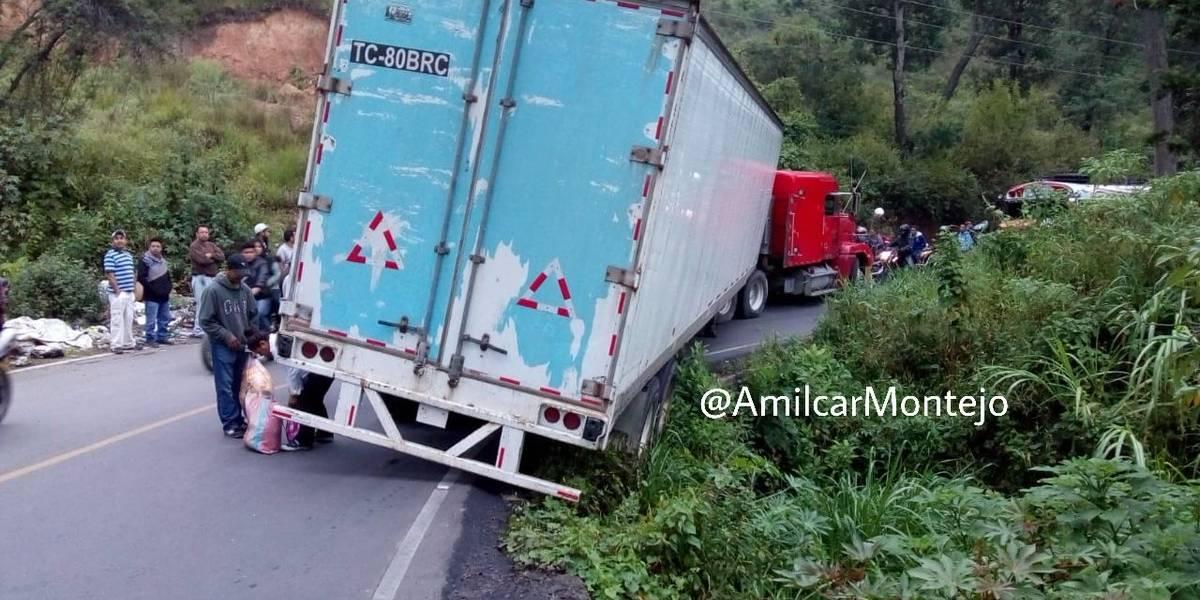 Paso bloqueado en ruta de San Pedro Ayampuc hacia la Ciudad por percance vial