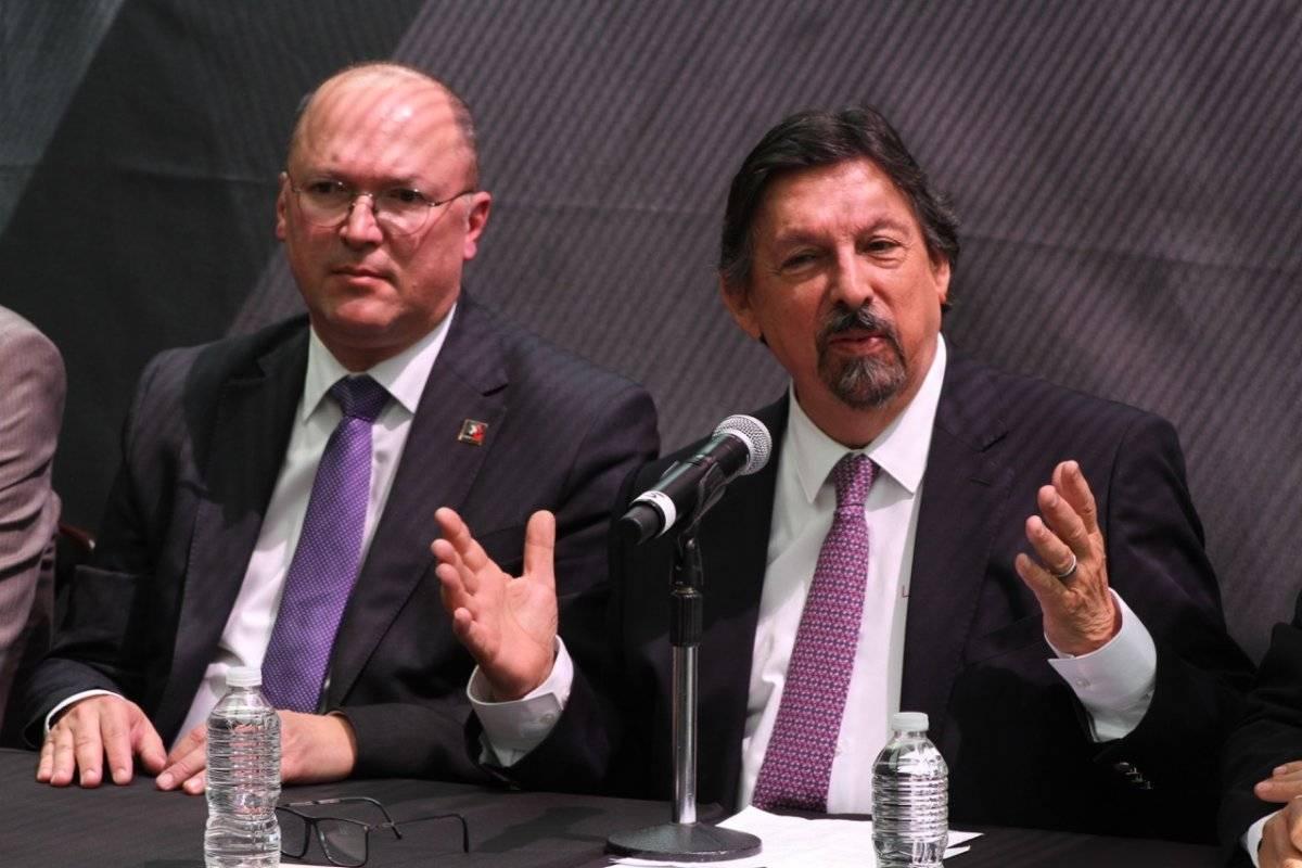 El senador aseguró que únicamente ha entablado comunicación telefónica con el presidente electo, Andrés Manuel López Obrador. Foto: Nicolás Corte.