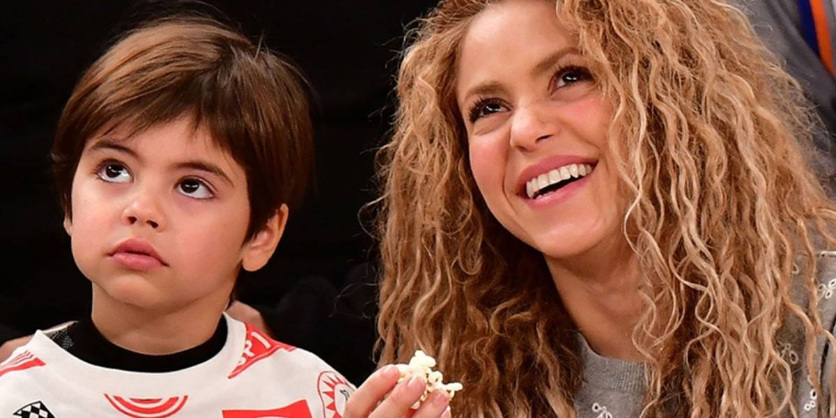 Atacan a Shakira por recoger a sus hijos con un atuendo poco apropiado