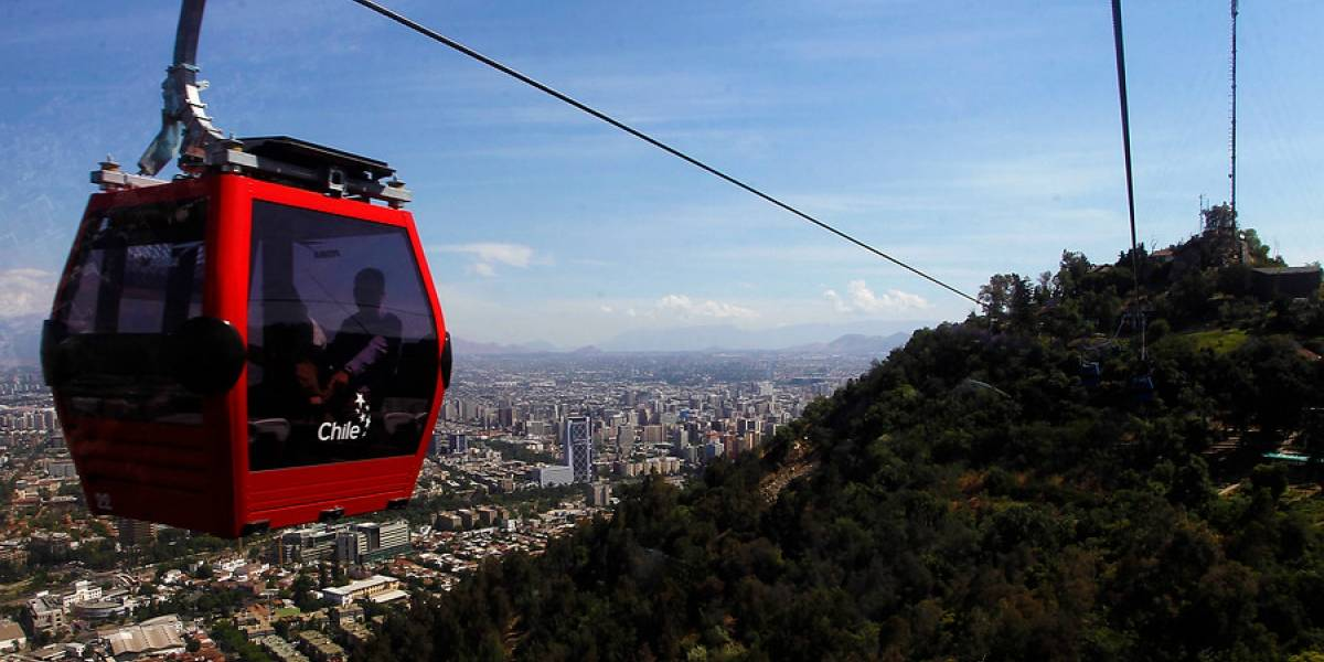 Vino, vida nocturna, cultura y comida: lo que atrae a los turistas extranjeros de Santiago