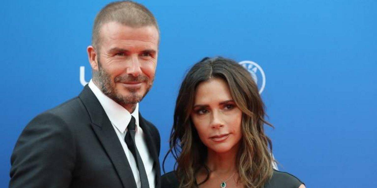 Captan a Victoria Beckham mostrando su amor y admiración a David en la gala