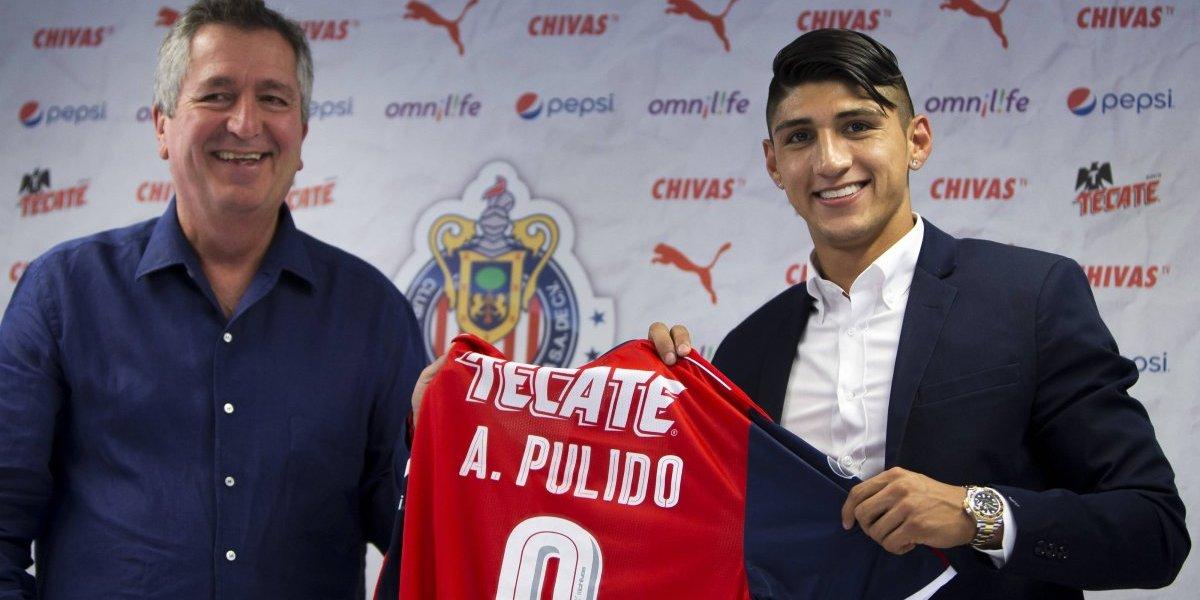 Con agradecimiento especial a Almeyda, Pulido celebra dos años con Chivas