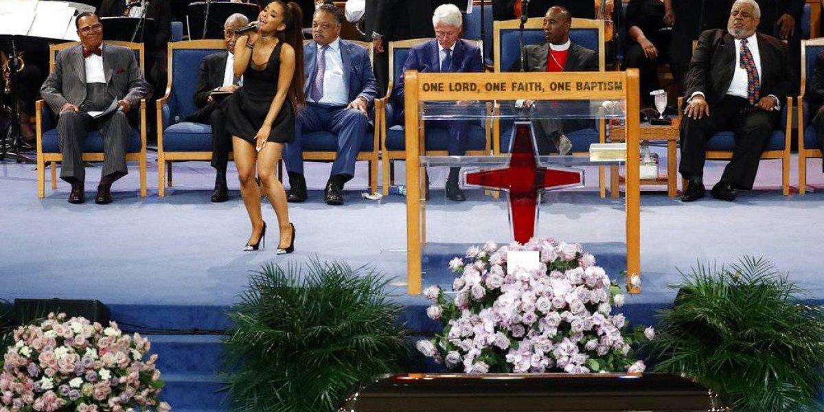 Ariana Grande causa polémica por usar diminuto vestido en funeral Aretha Franklin