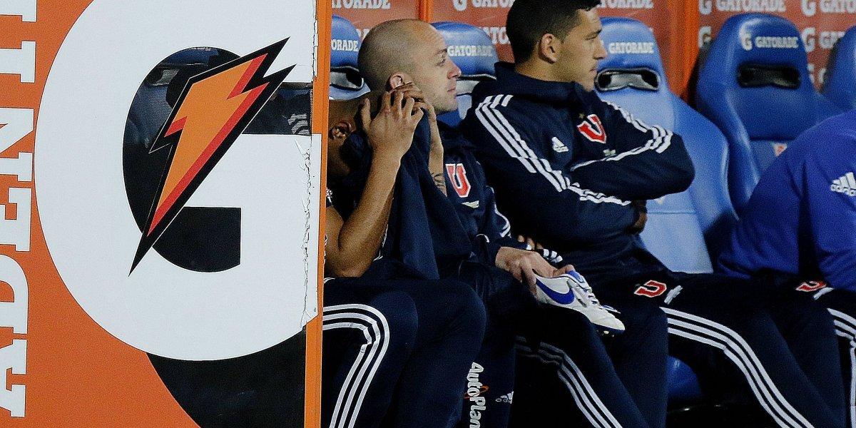 El calvario de Leandro Benegas en la U no tiene fin y ahora salió lesionado en el partido con Temuco