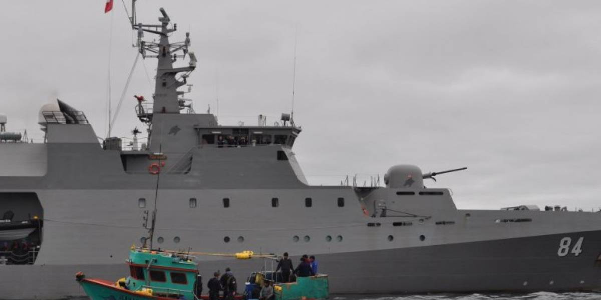 "Armada de Chile capturó ""in fraganti"" a navío peruano faenando de manera ilegal"
