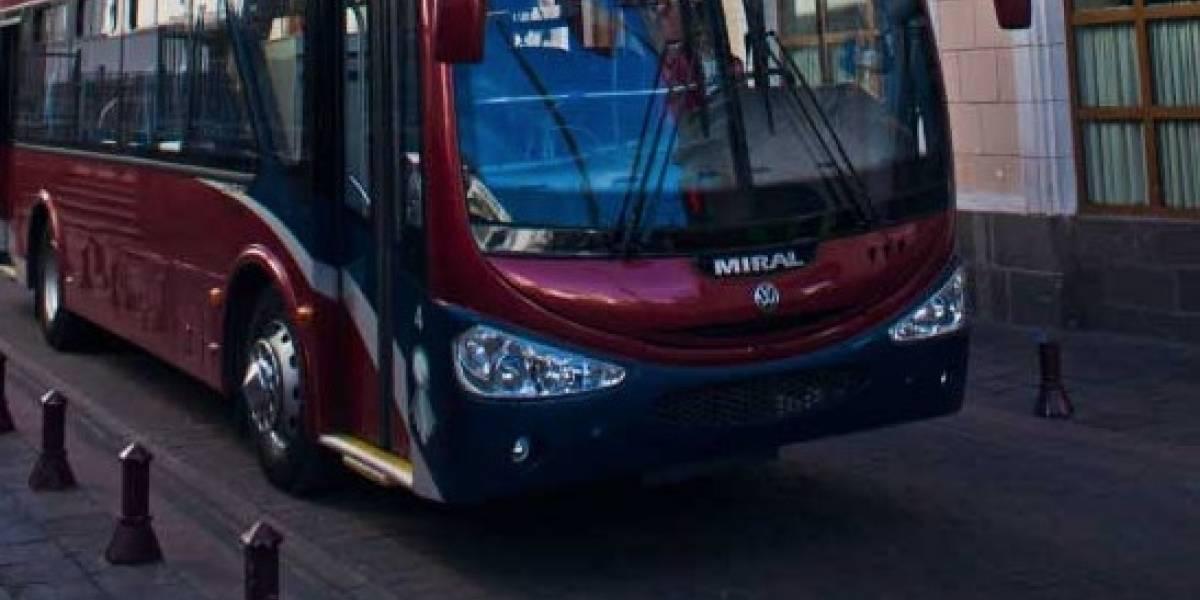 Dos unidades de transporte del 'Quito Tour Bus' fueron grafiteados