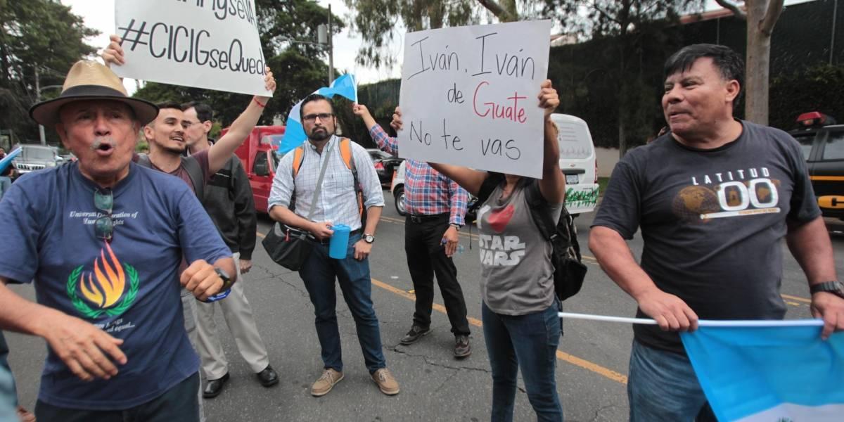 EN IMÁGENES. Manifestantes se confrontan frente a sede de CICIG