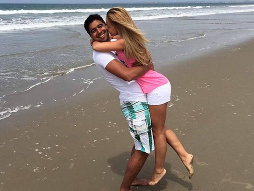 Cristhian Noboa con su expareja, Olga Romanova en la playa