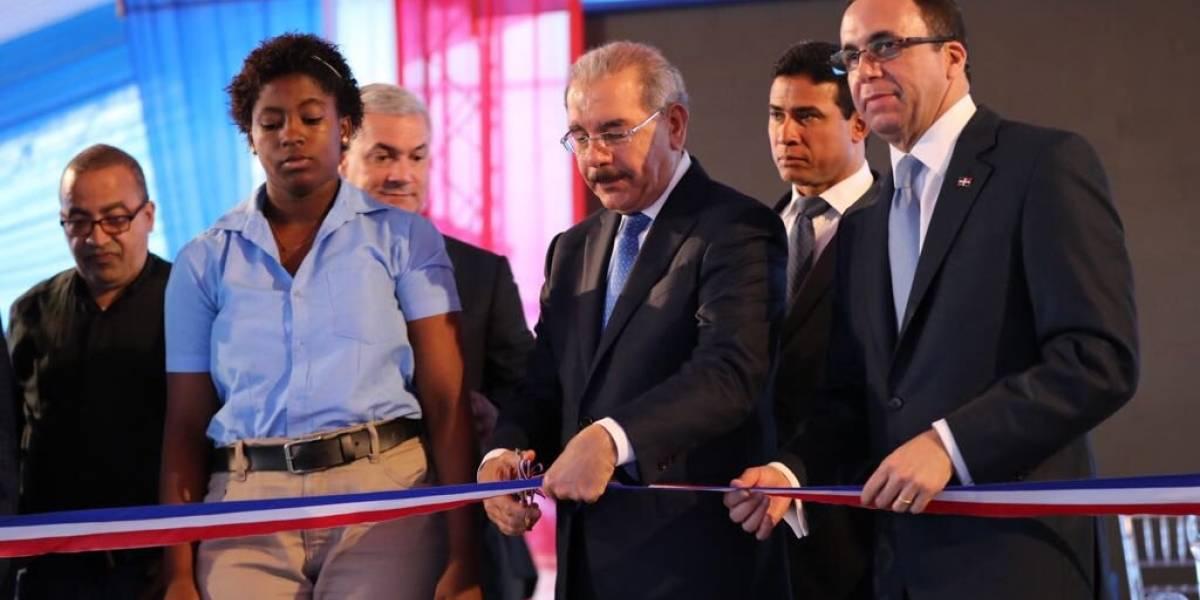 Presidente Medina entrega dos centros educativos en Villa Altagracia