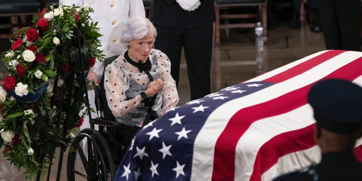 Washington rinde tributo a exsenador John McCain