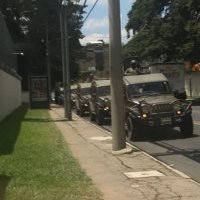vehículos rodean CICIG