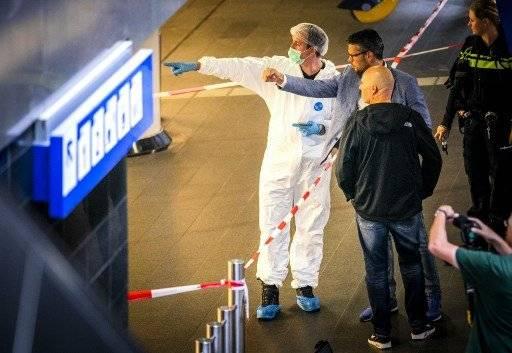Forenses holandeses en la escena del crimen del pasado viernes. AFP