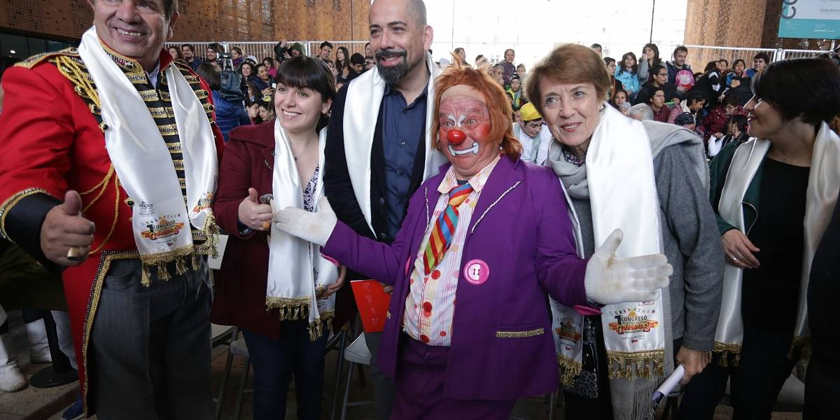 Con risas, piruetas, homenajes y premios comenzó la celebración de la fiesta nacional del circo