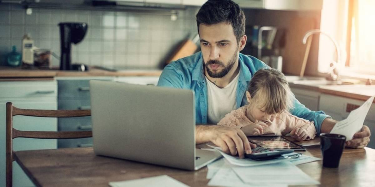 A simples expectativa de checar as mensagens do trabalho pós-expediente prejudica sua saúde - e a da sua família