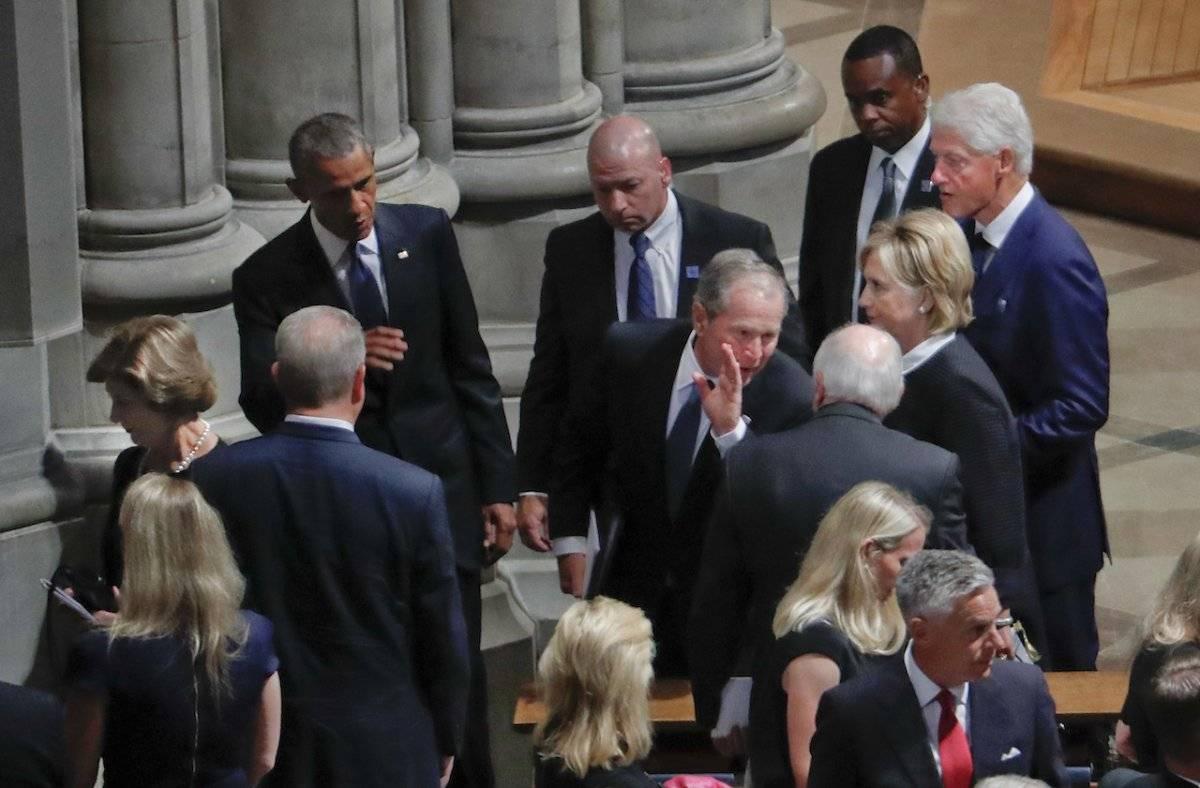 Los ex presidentes Barack Obama, George W. Bush y Bill Clinton Foto: AP