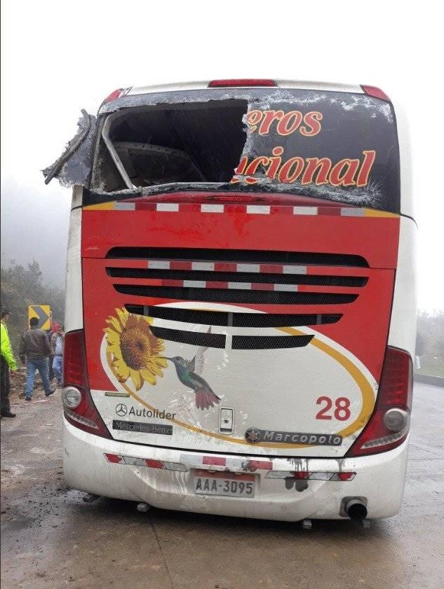 Ascienden a diez fallecidos y 16 heridos en accidente de tránsito en Azuay sector Gañadel Twitter